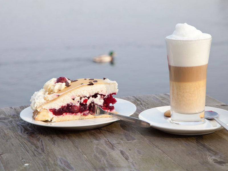 Selbstgemachte Kuchen und Torten in der Goldmarie am See