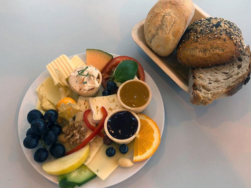 Schweizer Marie, Frühstück in der Goldmarie am See